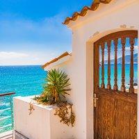 Traditionele Spaanse villa aan zee